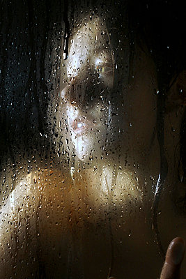 Rainy window - p1019m739836 by Stephen Carroll