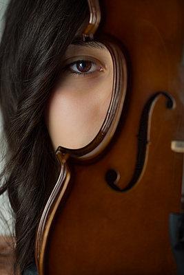 Girl and violin portrait - p1623m2209925 by Donatella Loi
