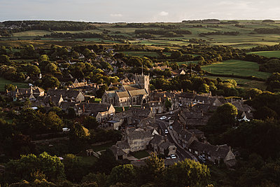 The village Corfe Castle in the evening light - p1326m2099816 by kemai