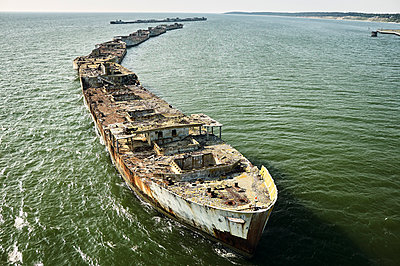USA, Aerial photograph of sunken ships forming a bulkhead along the Eastern Shore of Virginia shoreline of the Chesapeake Bay - p300m1189044 by Cameron Davidson