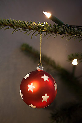 Christmas tree - p454m2063641 by Lubitz + Dorner