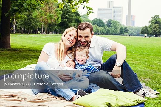 Familienportrait - p904m1159683 von Stefanie Neumann