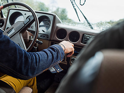 Young man in a car behind the steering wheel, driving. - p1100m1038908 by Mint Images