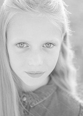 Blonde girl - p552m2116813 by Leander Hopf