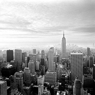 Manhattan - p627m672316 by Kirsten Nijhof