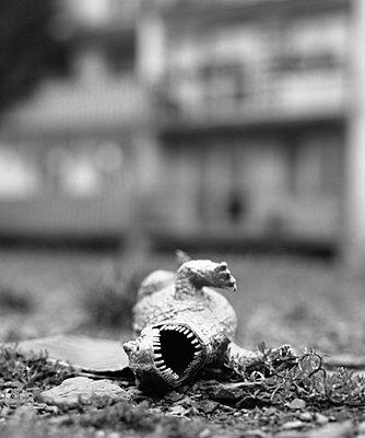 Fallen dinosaur - p3420190 by Thorsten Marquardt