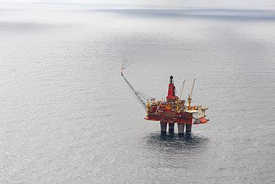 Luftaufnahme der Oelplattform Statfjord - p979m2203904 von Fred Dott