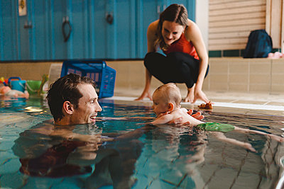 Father with baby in swimming-pool - p312m2119979 by Johner