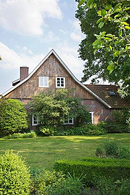 Landhaus - p606m907386 von Iris Friedrich