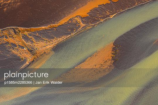 Water and land - p1585m2285366 by Jan Erik Waider