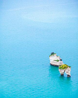 Italy, Puglia, Mattinata, Adriatic Sea, Faraglioni di Puglia rocks - p300m2029077 by Flavia Morlachetti