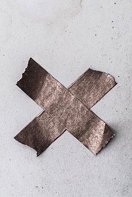 Crossed tape - p971m1463256 by Reilika Landen