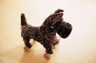 Spielzeughund - p3050035 von Dirk Morla