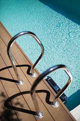 Railing at sunny summer swimming pool - p1023m2208297 by Tom Merton