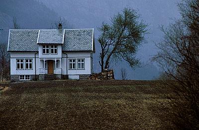 Farmhouse - p1920004 by Holger Pietsch