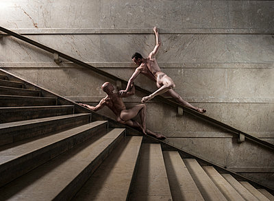 Two naked men posing on stairs - p1139m1503049 by Julien Benhamou