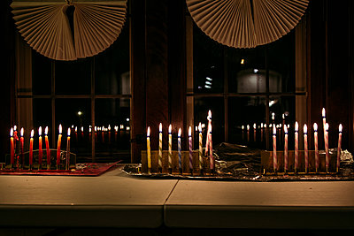 Illuminated candles on table during Chanukah - p1166m1524957 by Cavan Images
