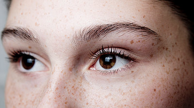 Girl with freckles - p1221m1066089 by Frank Lothar Lange