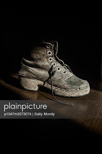 Victorian childs' sabot work boot - p1047m2073074 by Sally Mundy