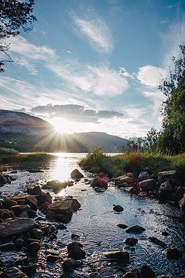 Sonnenuntergang an der Flussmündung - p925m1185302 von bastisteiner