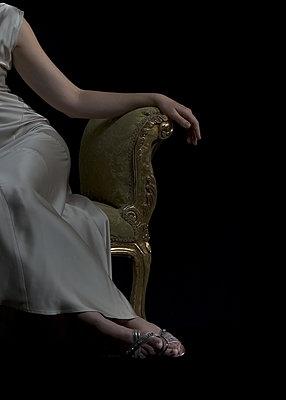 Sitting woman - p1190m2039258 by Sarah Eick
