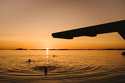 Silhouette of springboard at sunset - p312m2216971 by Stina Gränfors
