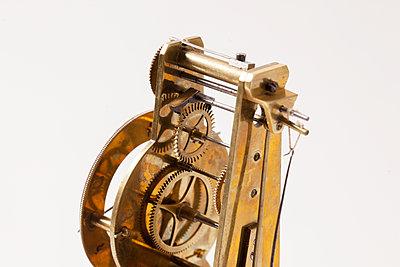 Uhrwerk - p842m1553158 von Renée Del Missier