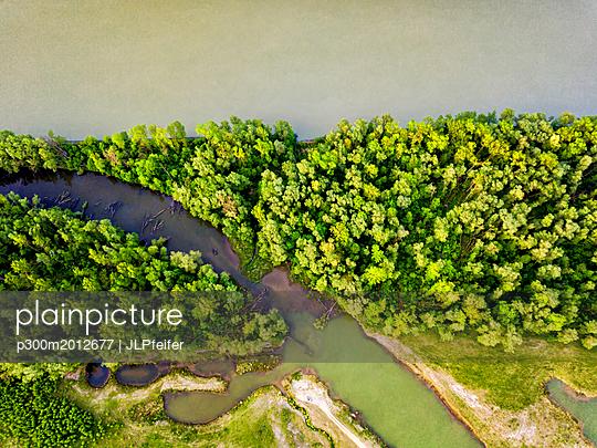 Germany, Bavaria, Passau, Aerial view of Danube river - p300m2012677 von JLPfeifer