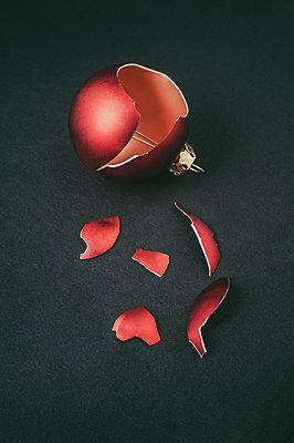 Broken Christmas ball - p971m1503511 by Reilika Landen