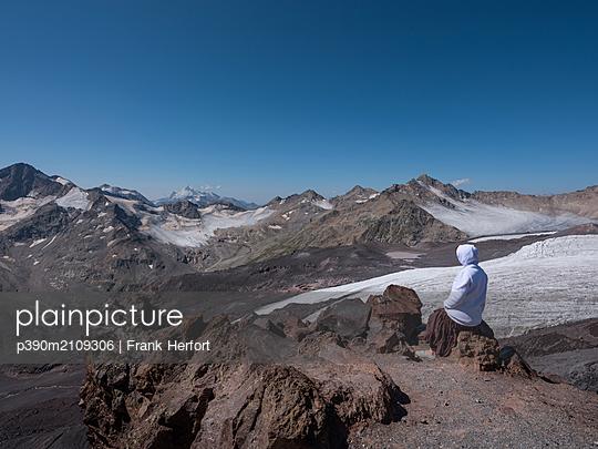 Elbrus area - p390m2109306 by Frank Herfort