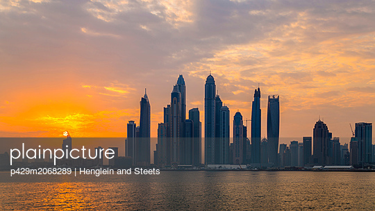 Skyline, Dubai Marina, UAE - p429m2068289 by Henglein and Steets