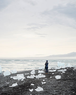 Glacier lagoon - p1124m1060325 by Willing-Holtz