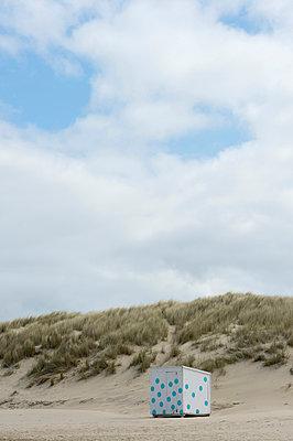 Umkleidekabine am Strand - p949m925711 von Frauke Schumann