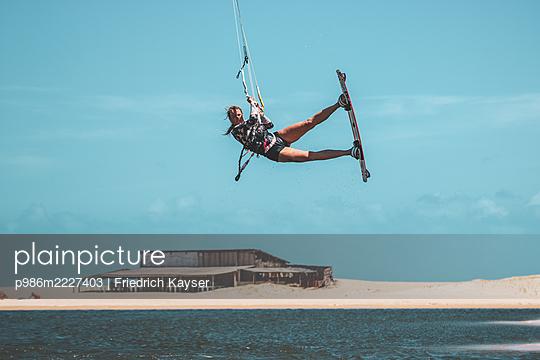 Brazil, Kite surfing - p986m2227403 by Friedrich Kayser