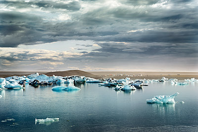 Iceland, South of Iceland, Joekulsarlon glacier lake, icebergs - p300m2024001 by Dirk Moll