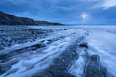 Stormy evening at Kilve Beach on the Somerset Coast, Somerset, England, United Kingdom, Europe - p871m962088 by Adam Burton