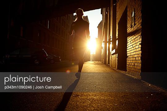 p343m1090246 von Josh Campbell