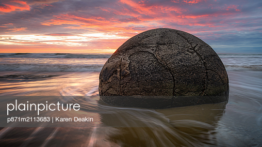 Moeraki Boulders at sunrise, Otago, South Island, New Zealand, Pacific - p871m2113683 by Karen Deakin