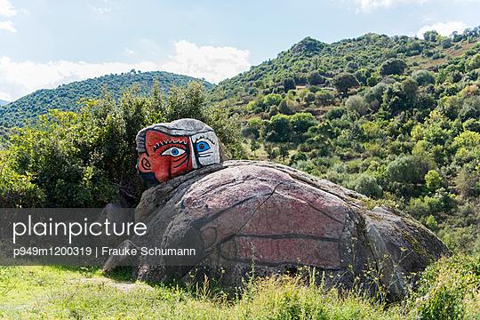 Felsen und Malerei - p949m1200319 von Frauke Schumann