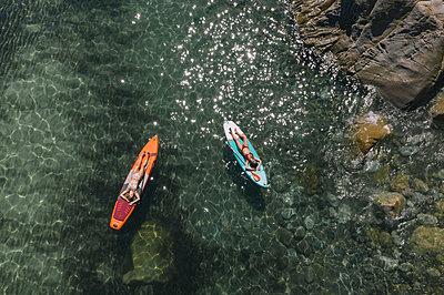 Sunbathing on the surfboard - p1437m2283296 by Achim Bunz