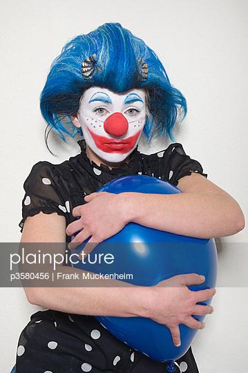 Traurige Clownin - p3580456 von Frank Muckenheim