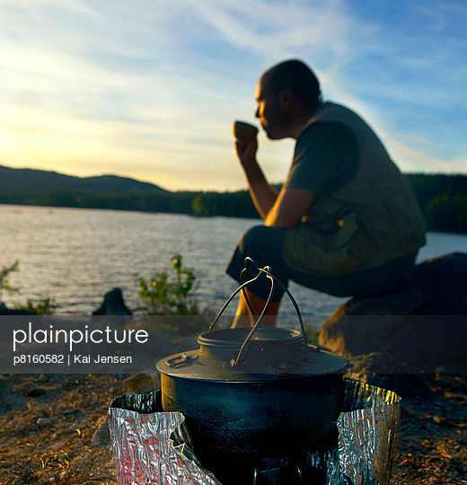 Man drinking coffee by lake in Nordmarka, Oslo, Norway - p8160582 by Kai Jensen