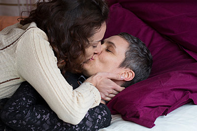 Lesbian couple - p445m1222131 by Marie Docher
