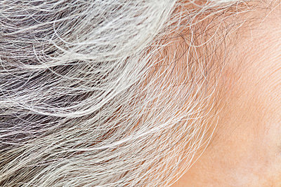 Close up of older Chinese woman's hair - p555m1464373 by Jade photography