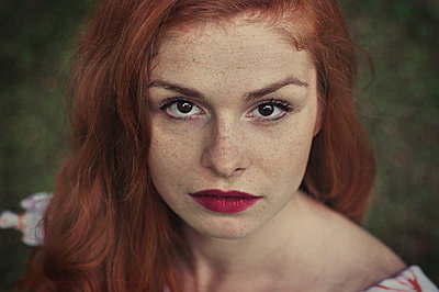 Portrait of a beautiful red haired woman - p577m1332550 by Mihaela Ninic