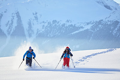 Austria, Tyrol, swshoe hikers running through sw - p300m1587249 by Christian Vorhofer