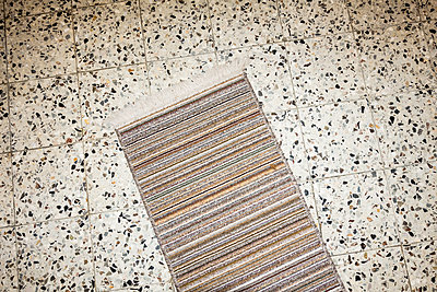 Gestreifter Teppich - p354m2108562 von Andreas Süss