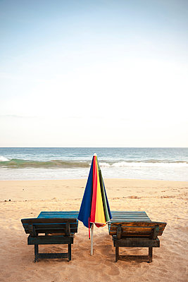 Sunbeds on beach - p795m1045260 by Janklein