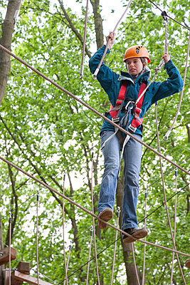 Climbing woman - p1231m1138066 by Iris Loonen