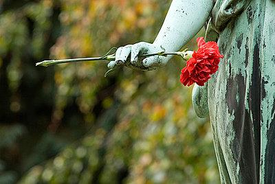 Part of a sculpture at the graveyard - p2230273 by Thomas Callsen